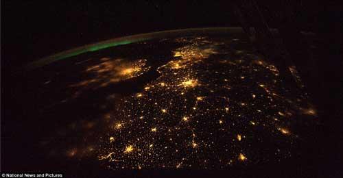Những thành phố không ngủ nhìn từ vũ trụ