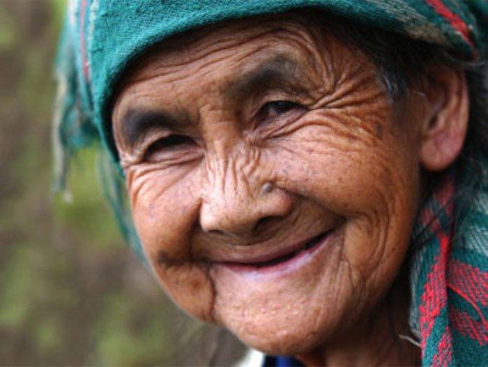 Nụ cười tuổi xế già: Không răng vẫn đẹp
