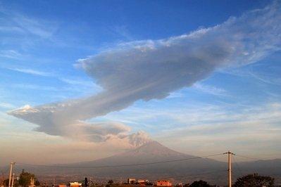 """Núi lửa cao nhất Mexico """"thức giấc"""""""