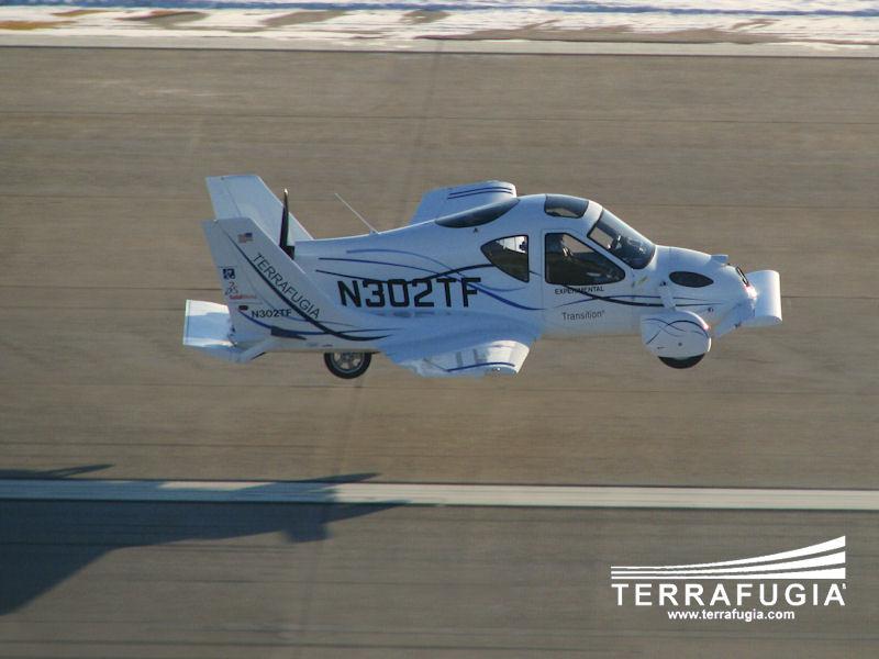 Ô tô bay đầu tiên trên thế giới chính thức đi vào sử dụng