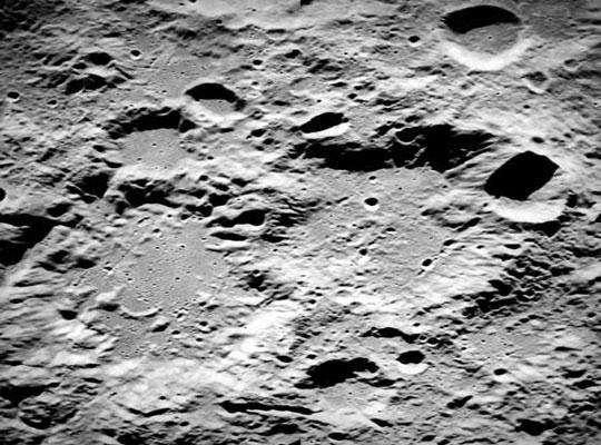 Phát hiện bạc trên mặt trăng