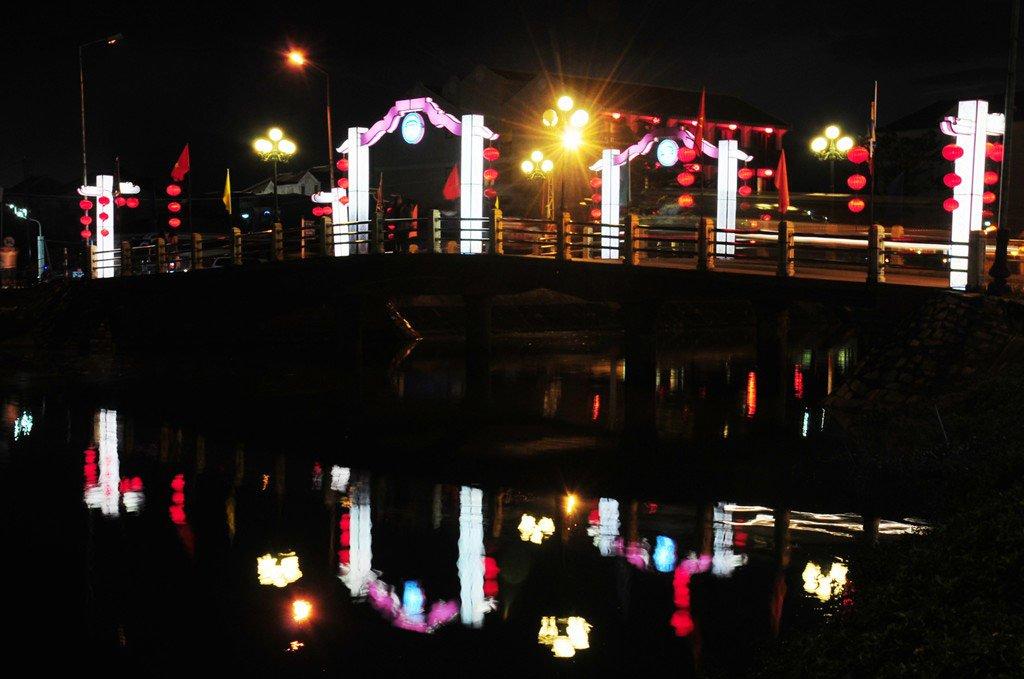 Phố cổ Hội An bừng sáng chờ đón năm mới