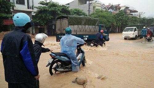 Quảng Ninh: Số người chết gia tăng trong lũ lịch sử