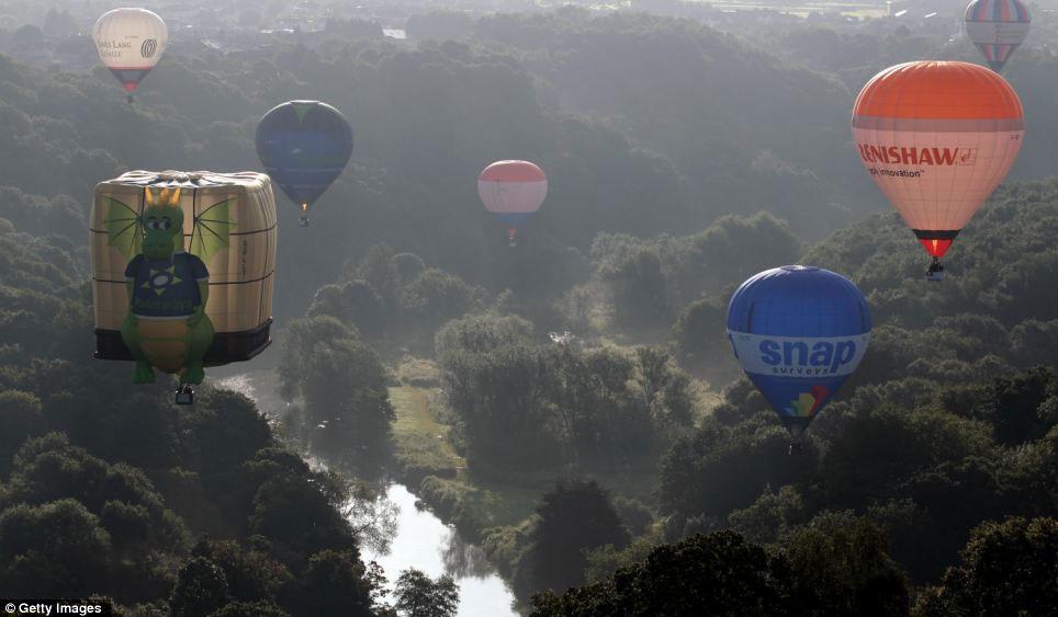 Rực rỡ lễ hội khinh khí cầu lớn nhất thế giới