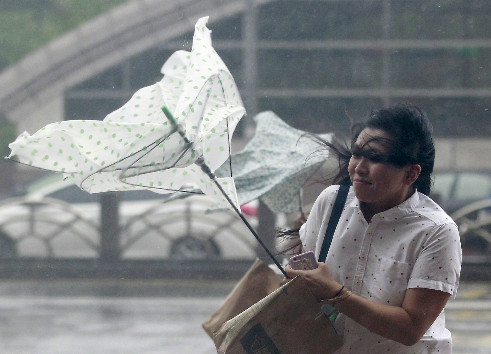 Siêu bão Dujuan đổ bộ Đài Loan, hàng nghìn người sơ tán