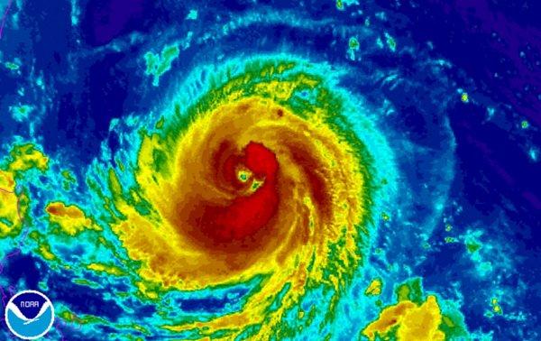 Siêu bão Goni giật cấp 17 đang tiến gần về phía Philippines