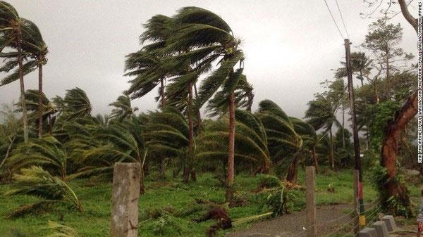 Siêu bão Koppu đổ bộ vào Philippines gây lở đất
