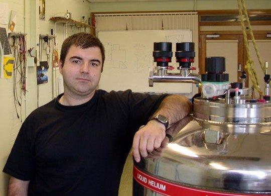Siêu-vật-liệu-Nobel-Vật lý được chế tạo tại nhà!