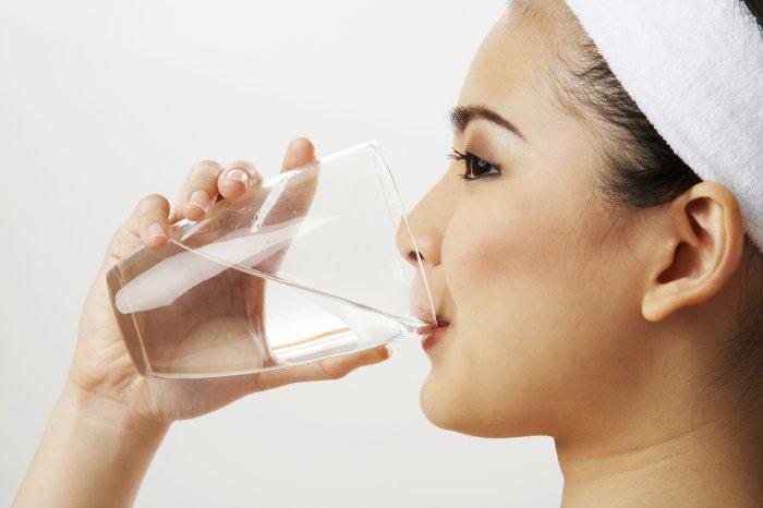 Tác hại của thói quen uống nước tùy tiện