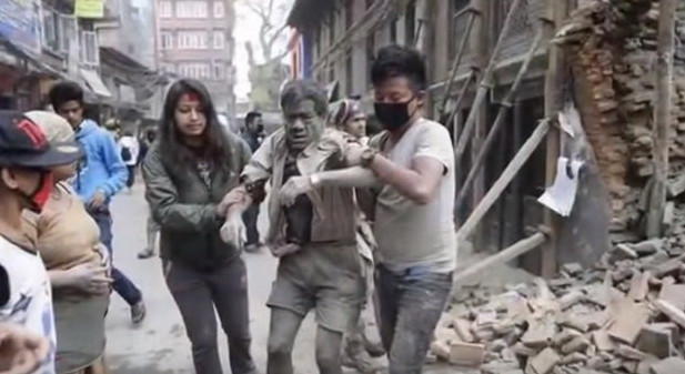 Tan hoang sau động đất ở Ấn Độ