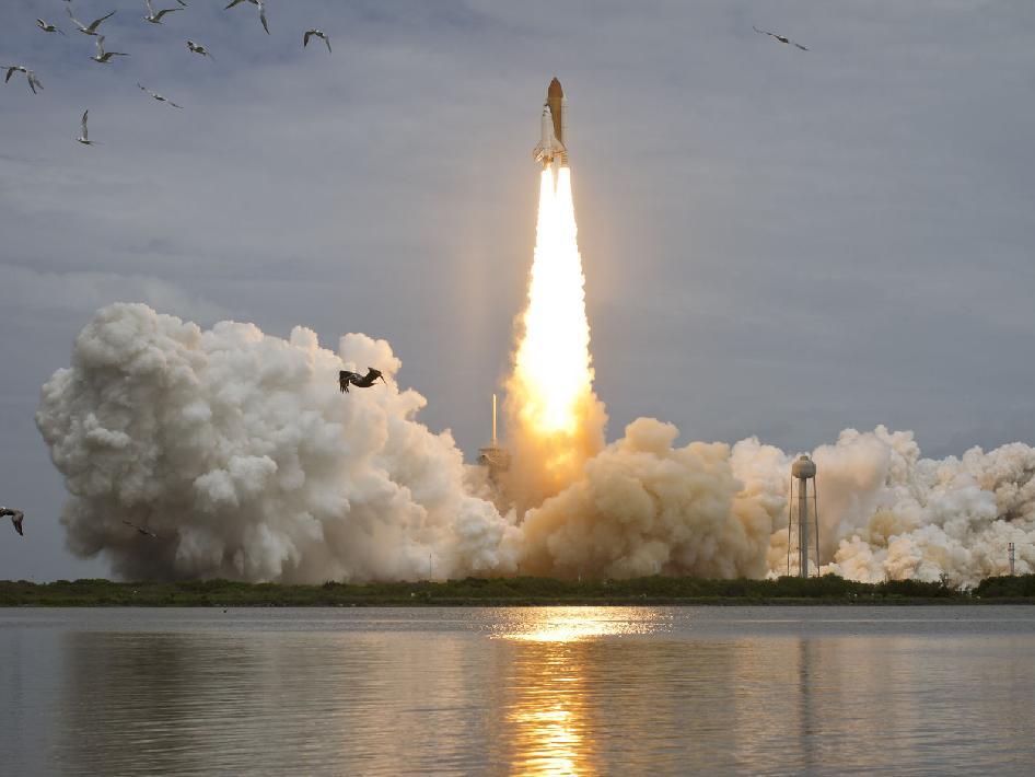 Tàu con thoi Atlantis đã bay lên vũ trụ thành công