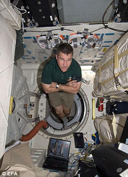 Tàu Discovery kết nối với ISS lần cuối