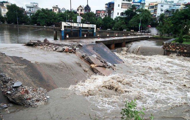 Thành phố Uông Bí ngập lũ do mưa lũ, Yên tử bị cô lập