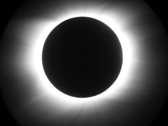 Thế giới đón nhật thực đầu tiên của năm