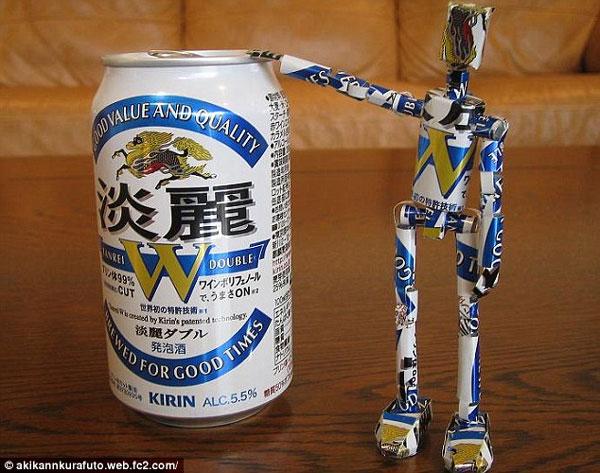 Thú vị những nhân vật hoạt hình làm từ vỏ lon bia