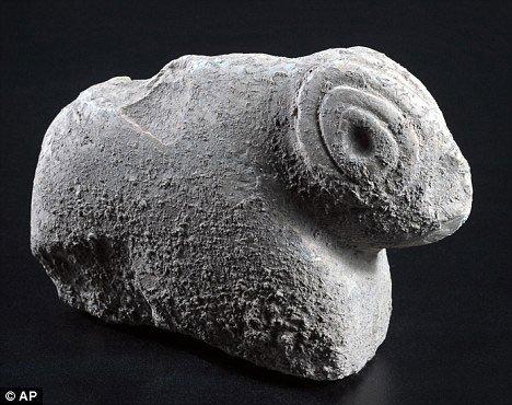 Tìm thấy tượng động vật 9.000 năm tuổi