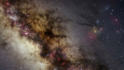 Toàn bộ bầu trời đêm từ 37.440 bức ảnh phơi sáng