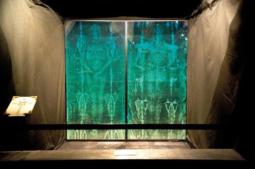 Tranh cãi quanh ảnh Chúa Jesus trên tấm vải liệm thành Turin