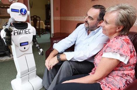Triệu phú nuôi robot làm con