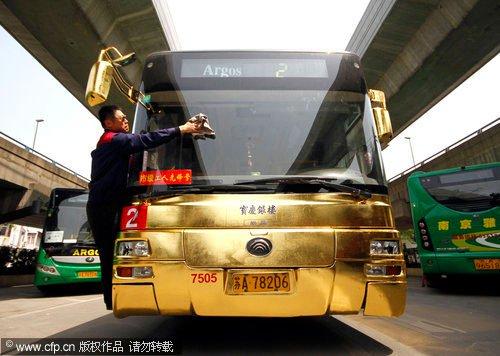 Trung Quốc đưa xe buýt mạ vàng vào hoạt động