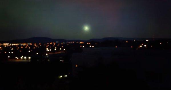 UFO xuất hiện giữa cơn giông sét ở Úc?