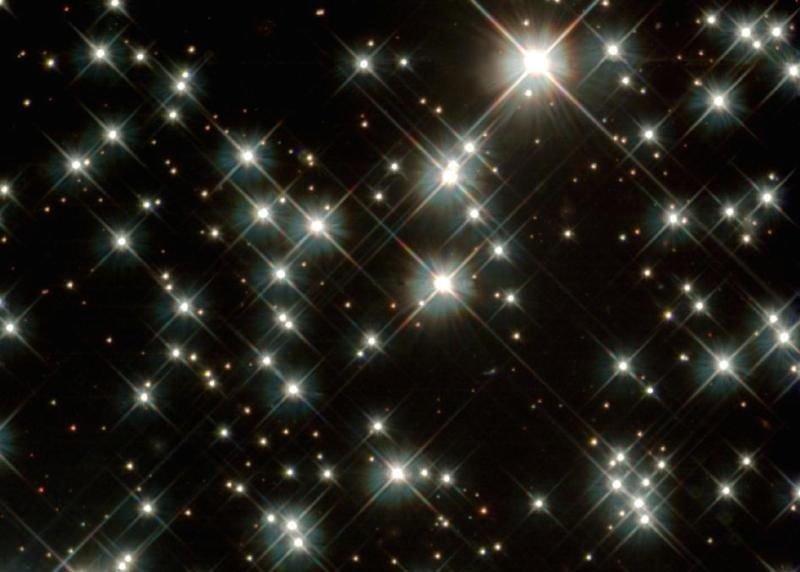 Vì sao các ngôi sao lại có độ sáng khác nhau?