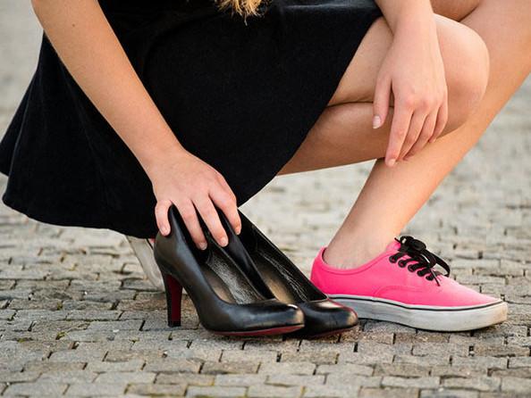 Vì sao phái đẹp nên từ bỏ giầy cao gót?