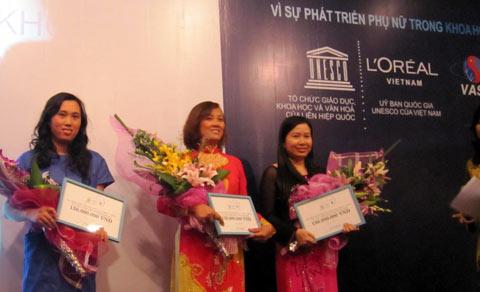 Vinh danh phụ nữ Việt làm khoa học