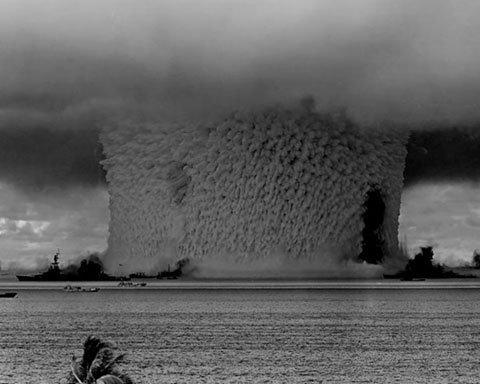 Vụ nổ hạt nhân dưới nước đầu tiên trên thế giới