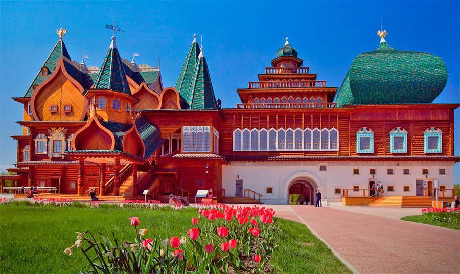 Chiêm ngưỡng Cung điện mùa hè đẹp như cổ tích ở Nga