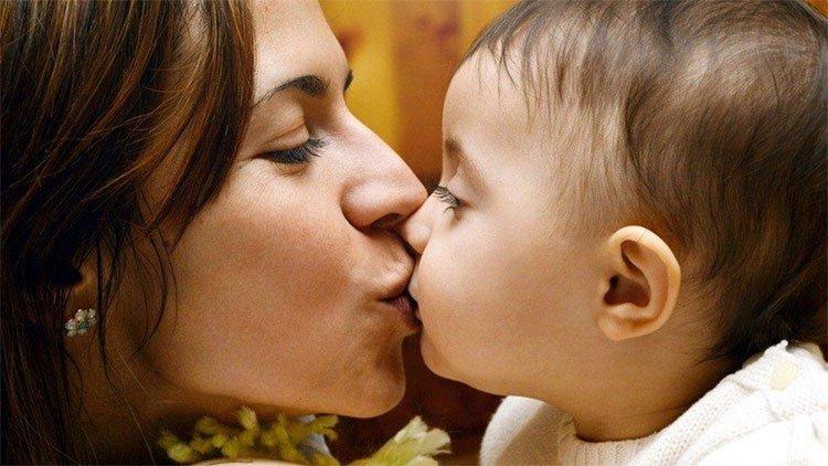4 căn bệnh lây qua nụ hôn