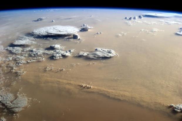 Bão bụi trên Trái đất đươc chụp từ không gian sẽ trông như thế nào?