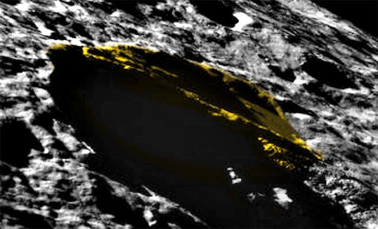 Bí ẩn khối tam giác khổng lồ chình ình trên Mặt trăng