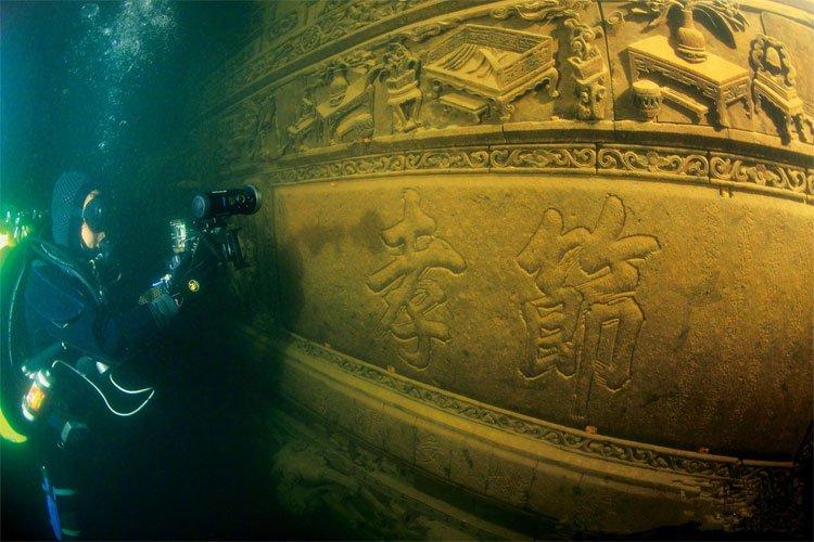 Bí ẩn thành phố cổ xưa dưới đáy hồ không ai biết trong hàng ngàn năm