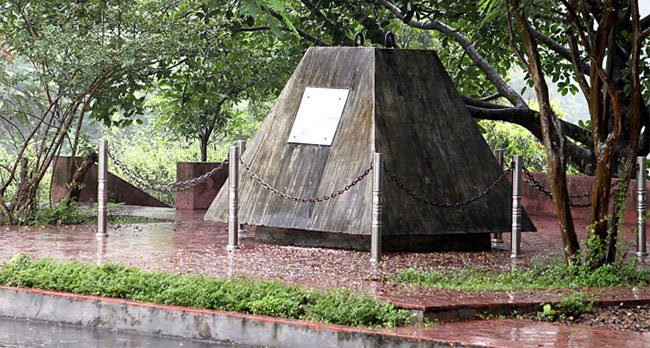 Bí mật lá thư chôn trong khối bê tông 10 tấn gửi hậu thế ở Thủy điện Hòa Bình
