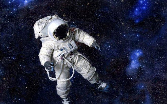 Các nhà khoa học chứng minh rằng có thể tách nước thành oxy và hydro trong vũ trụ, vừa tạo được không khí hô hấp vừa có được nhiên liệu chạy tàu
