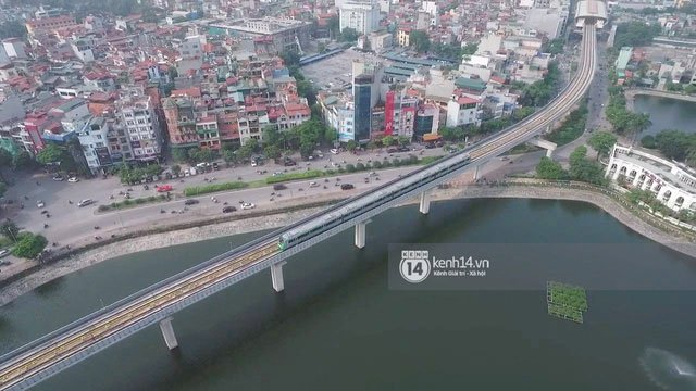 Chùm ảnh: Đoàn tàu đường sắt trên cao vút bay từ ga Cát Linh tới Yên Nghĩa