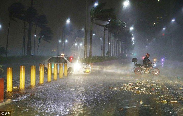 Chùm ảnh: Siêu bão Mangkhut với sức gió 270km/h càn quét Philippines