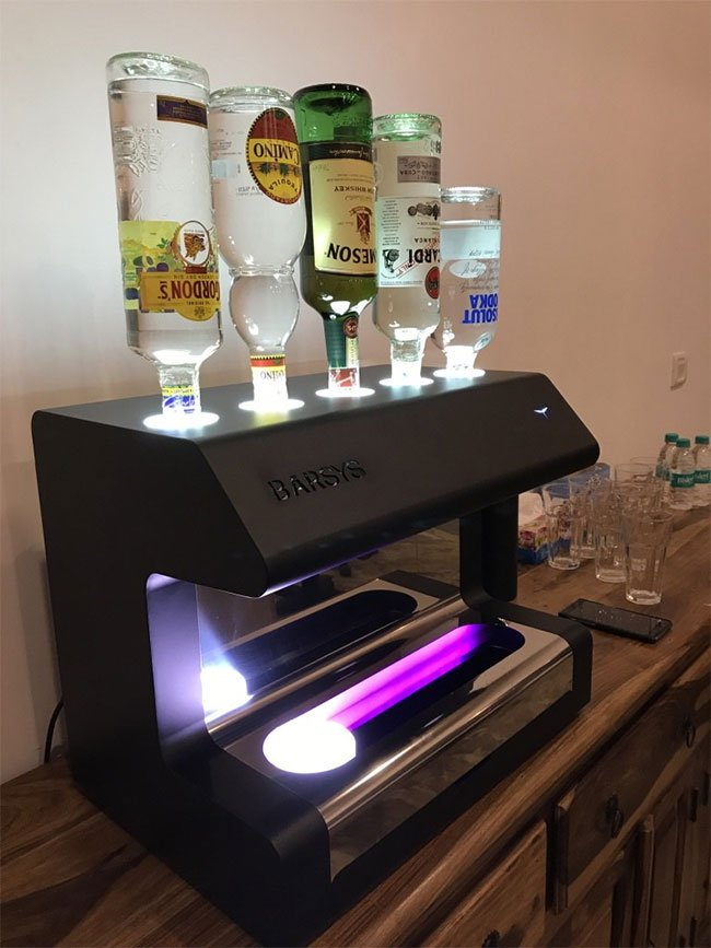 Cỗ máy này sẽ khiến các bartender thất nghiệp trong tương lai?