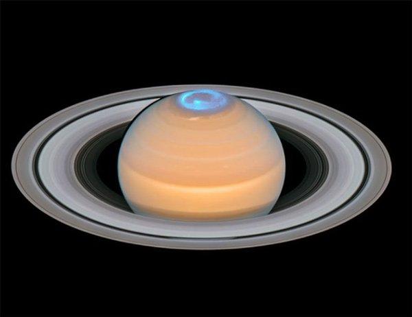 Cực quang tuyệt đẹp tại cực bắc của sao Thổ