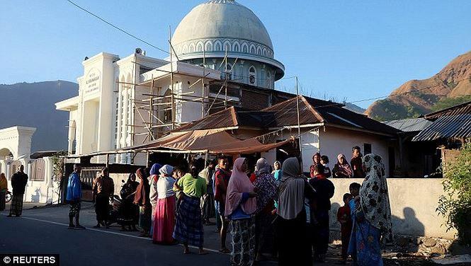 Động đất kinh hoàng ở Indonesia, hàng trăm người thương vong