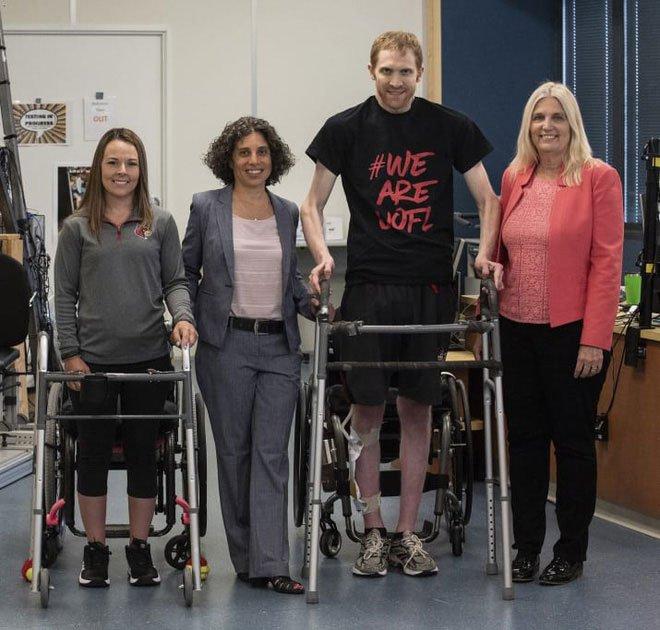 Đột phá y học: Lần đầu tiên bệnh nhân liệt cột sống có thể đi lại