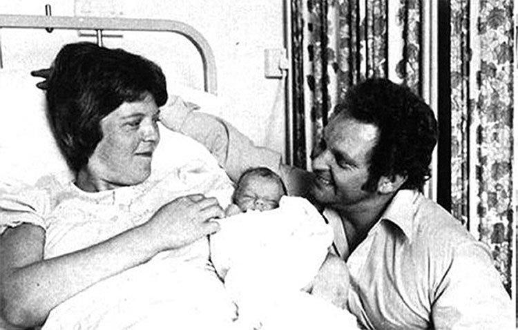 Em bé đầu tiên sinh ra trong ống nghiệm - ngày ấy, bây giờ