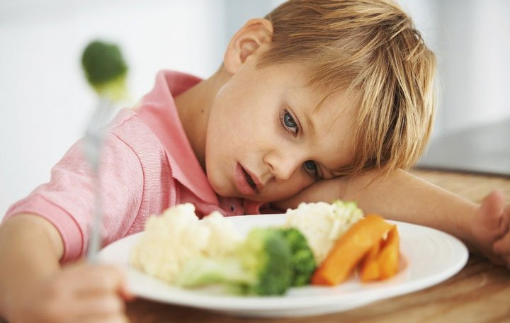 Lý do bố mẹ không nên ép con trẻ ăn thức ăn mà chúng không muốn