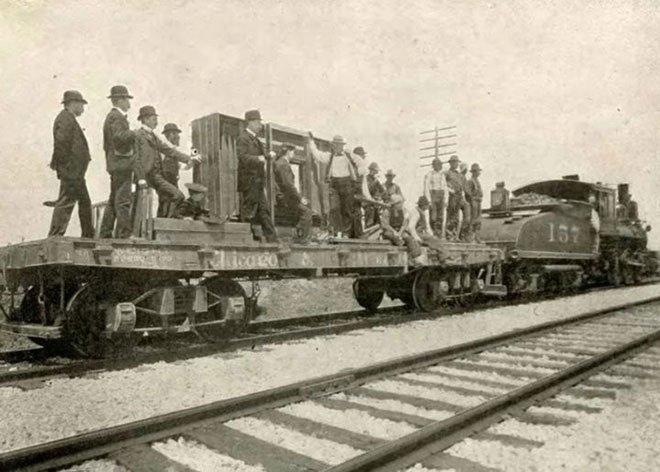Máy ảnh lớn nhất thế giới được tạo ra... chỉ nhằm chụp toàn cảnh một đoàn tàu