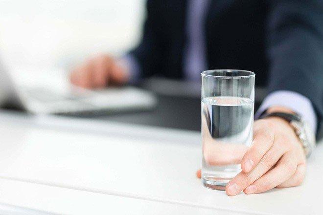 Nếu bị mất tập trung, có thể bạn cần uống nước trước khi thấy khát