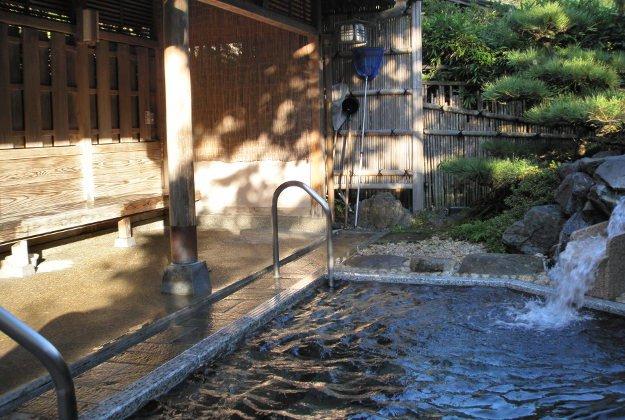 Nghi thức ít người biết về tắm suối nước nóng truyền thống của Nhật Bản