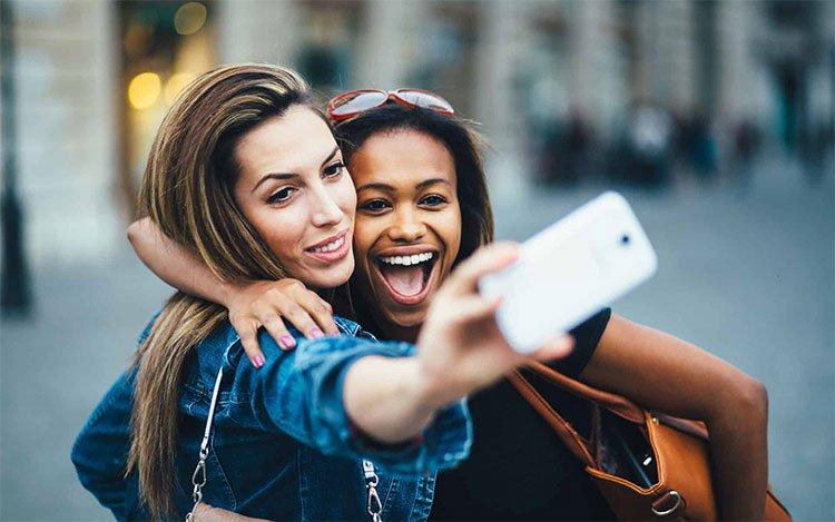 Nghiên cứu khẳng định: Phụ nữ càng chụp nhiều ảnh tự sướng sẽ càng nhiều tiền!