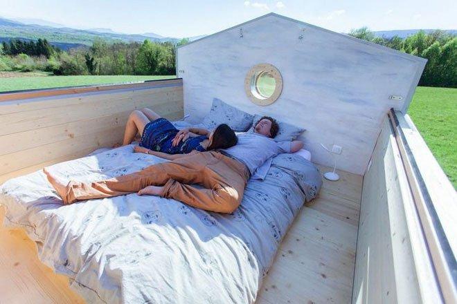Ngôi nhà độc đáo: Nóc nhà có thể mở toang và nằm giường ngủ để ngắm sao trời