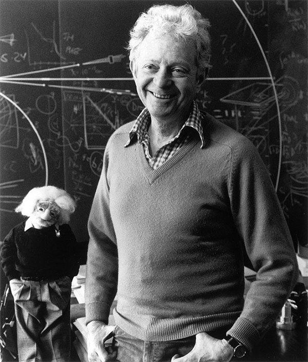 Nhà Vật lý học lỗi lạc, cha đẻ của cụm từ hạt của Chúa, đã qua đời ở tuổi 96